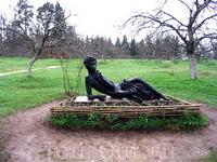 Памятник Пушкину-лицеисту в Михайловском