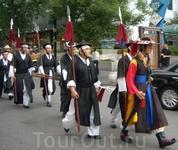 шествие в национальных костюмах