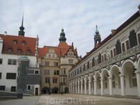 Двор,где проводились рыцарские турниры