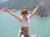 Это Я- на фоне горного озера.