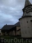 Одна из потрясающе красивых церквушек города!))