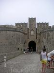 У ворот крепости.