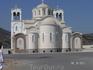 Церковь на въезде в город, на холме; она видимо реставрируется (или строится) - закрыта и всюду стройматериалы