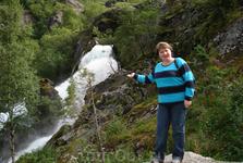 водопад по дороге к леднику Бриксдайль
