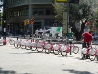 один из распрастраненых видов транспорта в Барселоне..такой вот велосипед почти на каждой улице взять можно..ну не бесплатно, разумеется..)