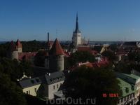 квинтэссенция Таллинна: Олевисте, крепостная стена с башнями и море ....