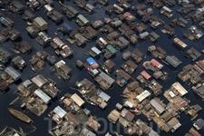 Дома на сваях в трущобах Макоко, Лагос, Нигерия