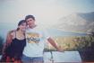 Это я через 17 лет, уже с будущим мужем. Отчим везет нас в Воронцовский дворец. Это знаменитая дорога на Форос, она одна в Крыму всегда ухоженная, вычищенная ...