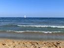 Пляж в центре города называется El Milagro (чудо), после душной Москвы, самолета и поезда он и правда показался мне чудом. Песок чуть крупнее, чем в Аликанте, поэтому и море более чистое. Но сам пляж вообще дикий, нет проката пляжного инвентаря, ни душа, ни туалетов, ни раздевалок.