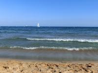 Пляж в центре города называется El Milagro (чудо), после душной Москвы, самолета и поезда он и правда показался мне чудом. Песок чуть крупнее, чем в Аликанте ...