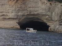 Такая маааленькая пещерка.