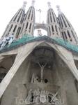 Знаменитый собор святого семейства - Саграда Фамилья.