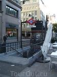 Вход метро в двух шагах от отеля, очень удобно