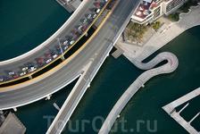 Мост Чарльза Граймса (Charles Grimes Bridge) и мост Уэбб (Webb Bridge) через реку Ярра (Yarra), Мельбурн, Австралия