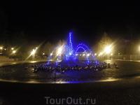 Ночной зимний музыкальный  фонтан в декабре
