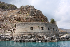 Стены Спинолонги со стороны моря.