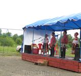 Местный ансамбль, который выступал перед нами