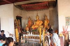 В храме Чомси примерно то же, что и в других буддийских храмах Лаоса.