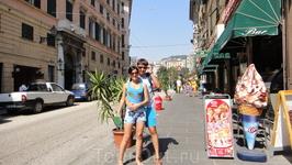 По левую сторону от отеля, улица на которой расположен Palaccio, здание университета, и перекресток от которого можно пойти к аквариуму на набережную, ...