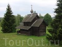 В музее деревянного зодчества Витославлицы. Успенская церковь из Никулино.