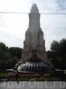 Памятник, посвященный Сервантесу. обратная его сторона