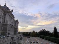 Закатный королевский дворец.