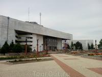 Театр и театральная площадь.