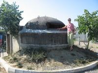Классический албанский бункер на 4 человек (на семью) - прямо на границе