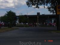 Сейчас и мы доедим и пойдём на фестиваль)