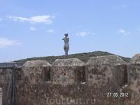Крепость. Наверху. Статуя
