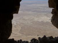 Супер вид с вершины крепости Масада. В 66 году н. э. Масада была взята восставшими зелотами, римский гарнизон был уничтожен. В 67 году н. э. в Масаде обосновались ...