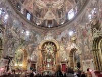 Внутреннее пространство церкви имеет форму эллипса, что было определенным новшеством, но главная ценность храма - фрески, покрывающие стены и купол.