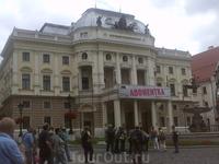 Здание национального театра