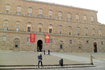 Дворец Питти, официальная резиденция Медичи во второй половине XVI века. Во дворце расположено сразу пять музеев.