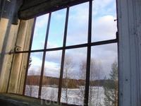 Вид с окошка Гимольской церкви на Гимольское озеро (постройка 1878 г.) На окнах сохранились кованые решетки)