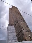 Болонья. и эти башни падают.