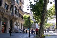 Первая улица в Барселоне которую мы увидели выйдя из метро, на станции Площадь Каталония