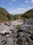 река достаточно  бурная здесь, но дальше уходя в горы она просто  становится не управляемой,  бурной и очень опасной