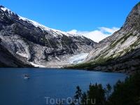 Озеро перед ледником Нигардсбреен