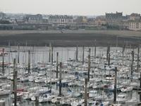 В Сен-Мало очень много яхт.