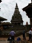 Бхактапур находится в 14 км. на юго-восток от столицы Катманду. Название города переводится с санскрита как «город верующих», тех, кто почитает Вишну (Нарайяна) ...