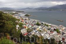 Олесунд - рыбный город Норвегии - является одним из крупнейших и важнейших центров норвежской рыболовной промышленности. Городской рыбопромысловый флот ...