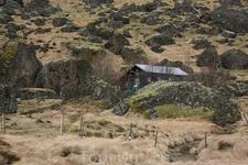 Интересный домик среди камней