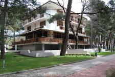 Праобраз современных курортных аппартаментов, дом на берегу моря одного из крупных чиновников позапрошлого века.