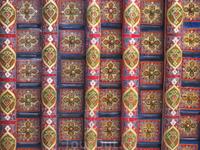 Хива.вот так красиво расписаны потолки на айванах.Айван-веранда
