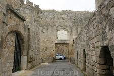 Одни из ворот Старого города Родоса