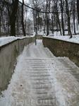 зима была очень снежной.... в Праге чистили только туристические тропы, кто хотел большего - рисковал жизнью ))))