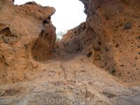 такие берега, из такой породы разных цветов...это не глина это пемза.