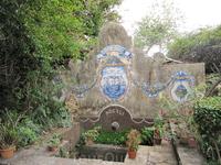 Старинный фонтанчик (с краником) в саду Палмейра