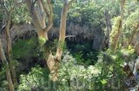Спуск в пещеру Lake Cave.